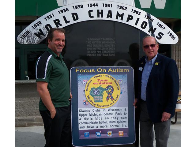 Green Bay Packer Hall of Famer Chris Jacke with Lynn Messer.