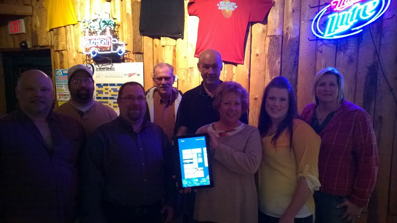 Members of the Fond du Lac Lakeside Evening Kiwanis with owners of Beer Run Tavern.